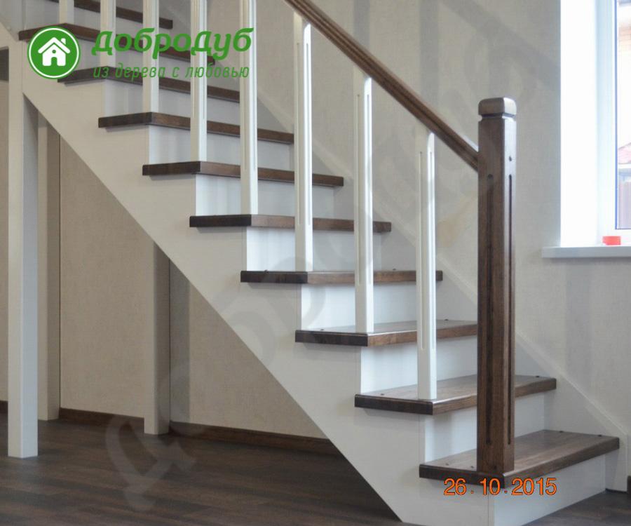 Г-образная комбинированная деревянная лестница из массива сосны и дуба ДоброДуб