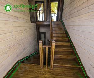 П-образная деревянная лестница на второй этаж ДоброДуб